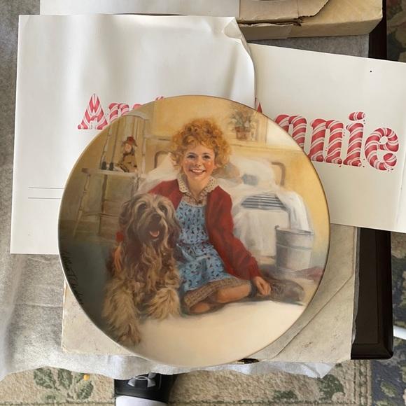 Bradford exchange 'Annie' plate. Annie and Sandy